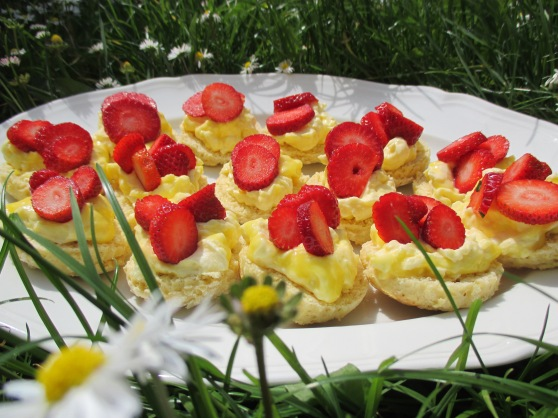 Strawberry and lemon mascarpone scones